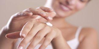 come-fare-la-manicure-per-mani-screpolate