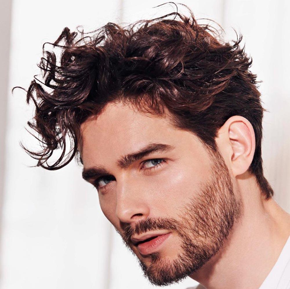 Come prendersi cura dei capelli di un uomo ...