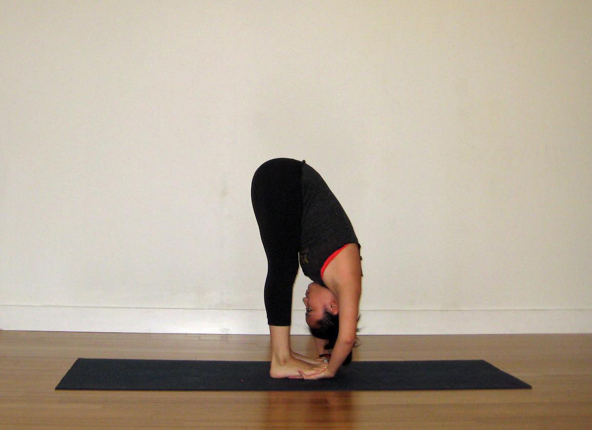 Padahastasana-yoga