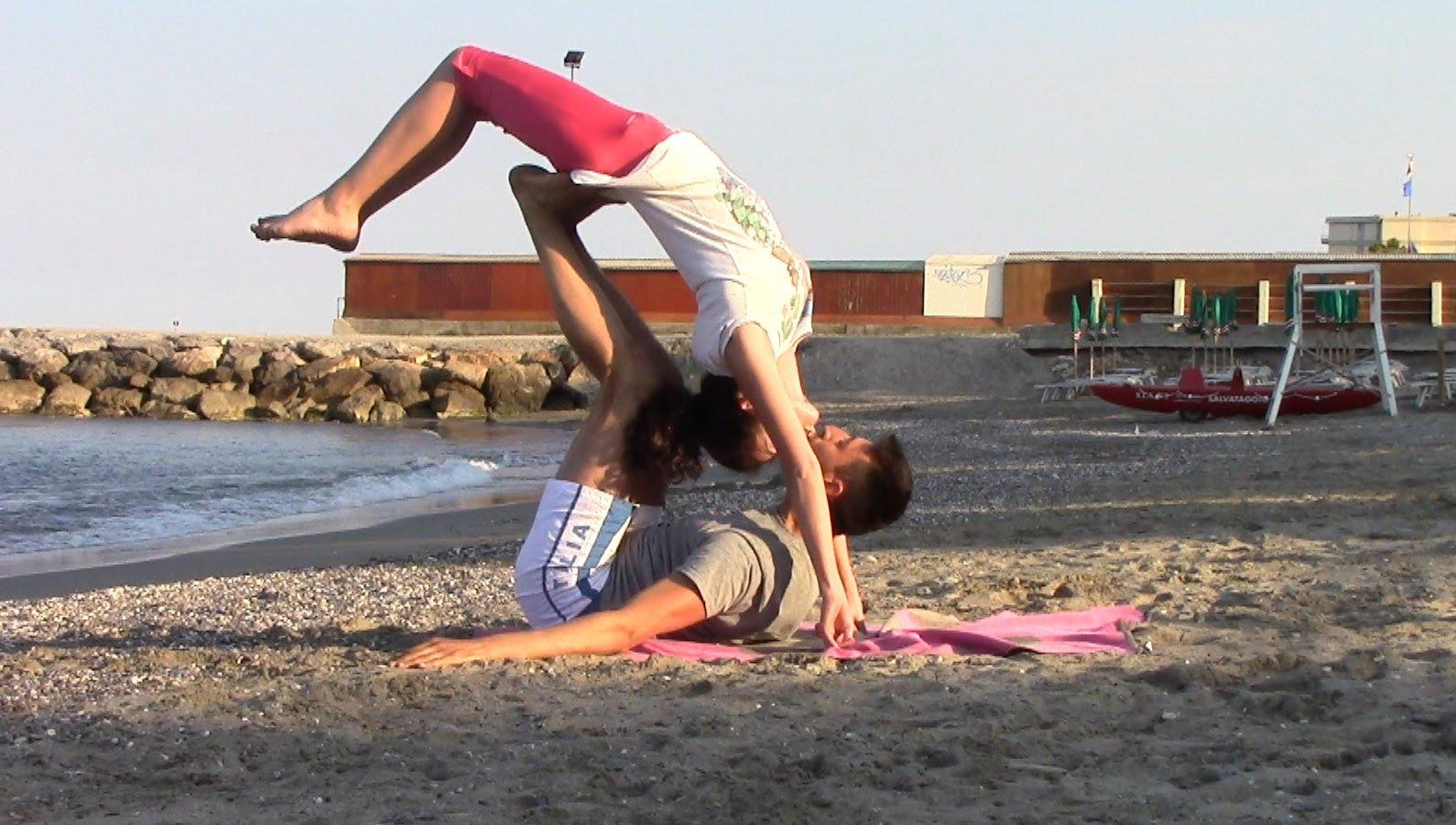 Favorito Posizioni Yoga in due: ecco le migliori - Consiglibenessere.org CQ08