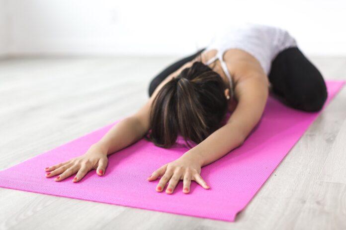 yoga-in-due-posizioni-migliori