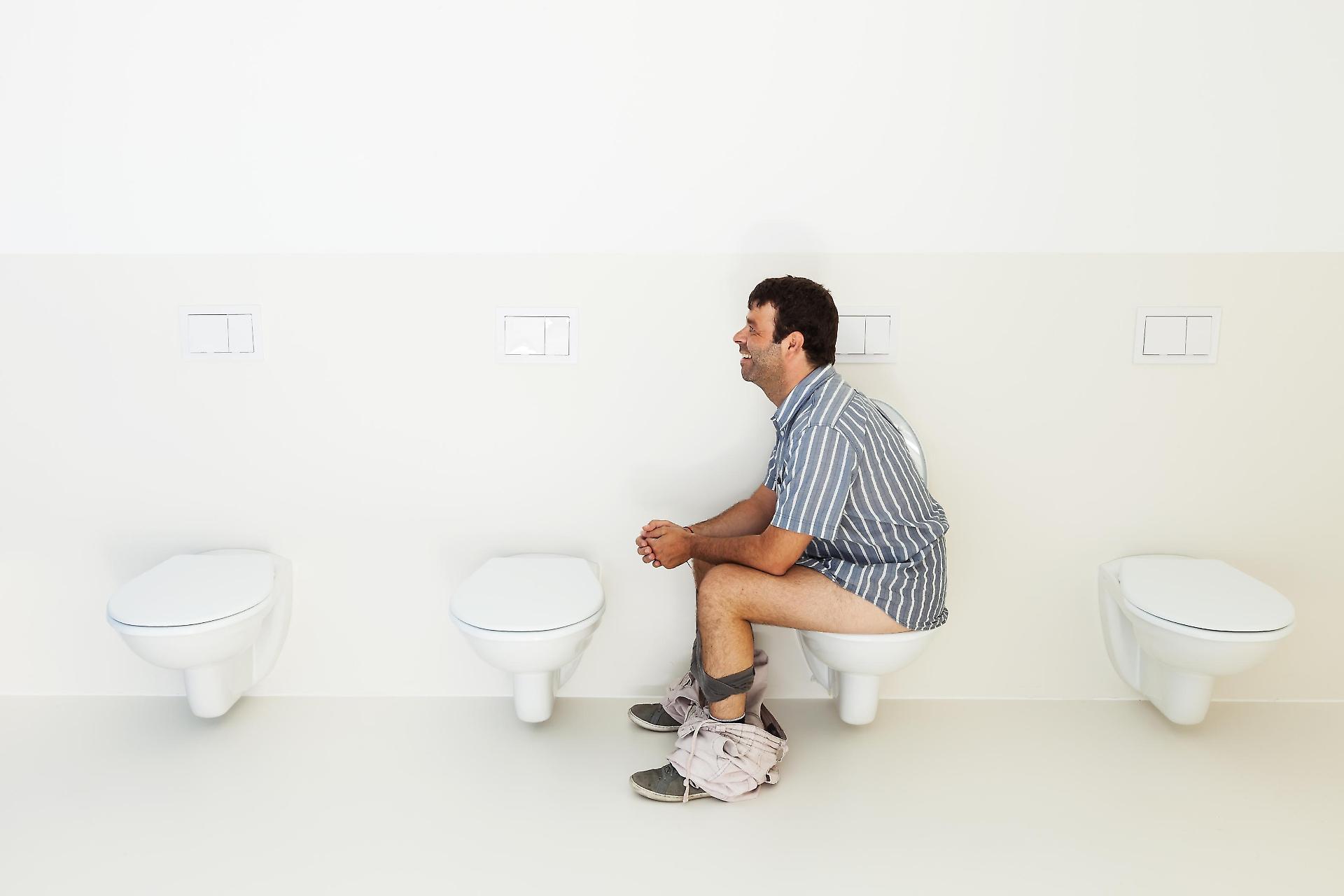 Come fare la cacca in modo corretto - Cacca nel bagno ...