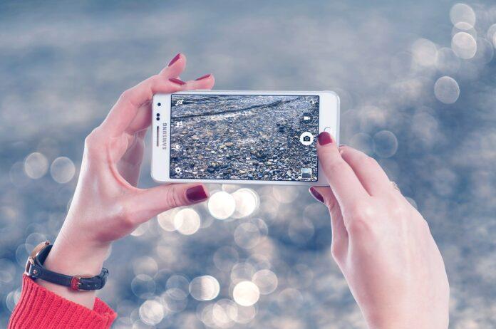 smartphone-tablet-fanno-male-agli-occhi