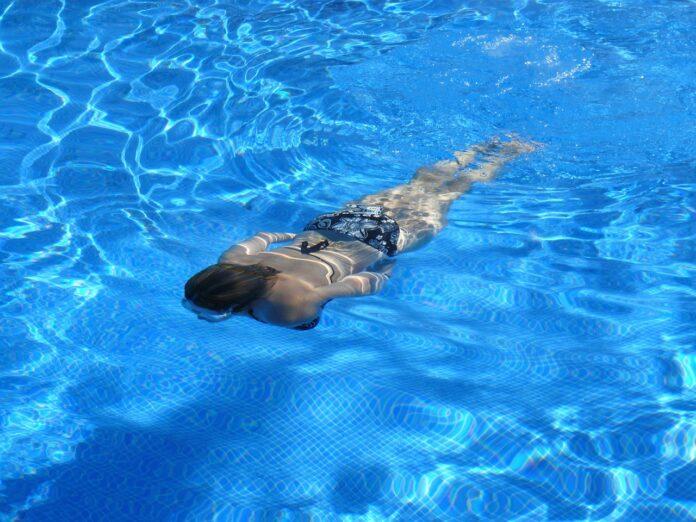 nuoto-in-piscina