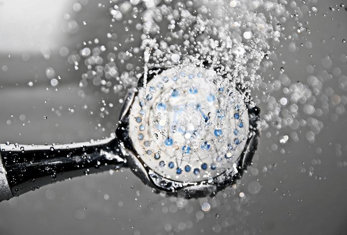 doccia fredda benefici e controindicazioni